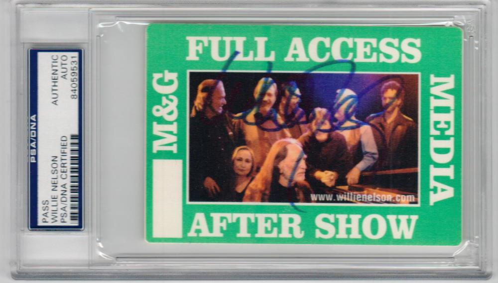 Willie Nelson signed Concert Full Access Backstage Pass PSA/DNA slab autograph
